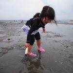 潮干狩りに子供と行くときの持ち物は?服装や幼児と海での注意点とは